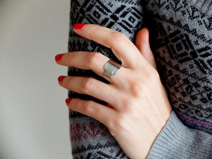 prstýnek, nerezový tepaný