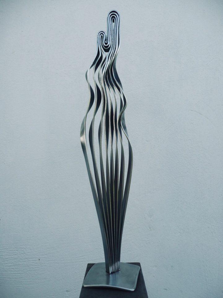 madona z nerezových pásů, 80 cm