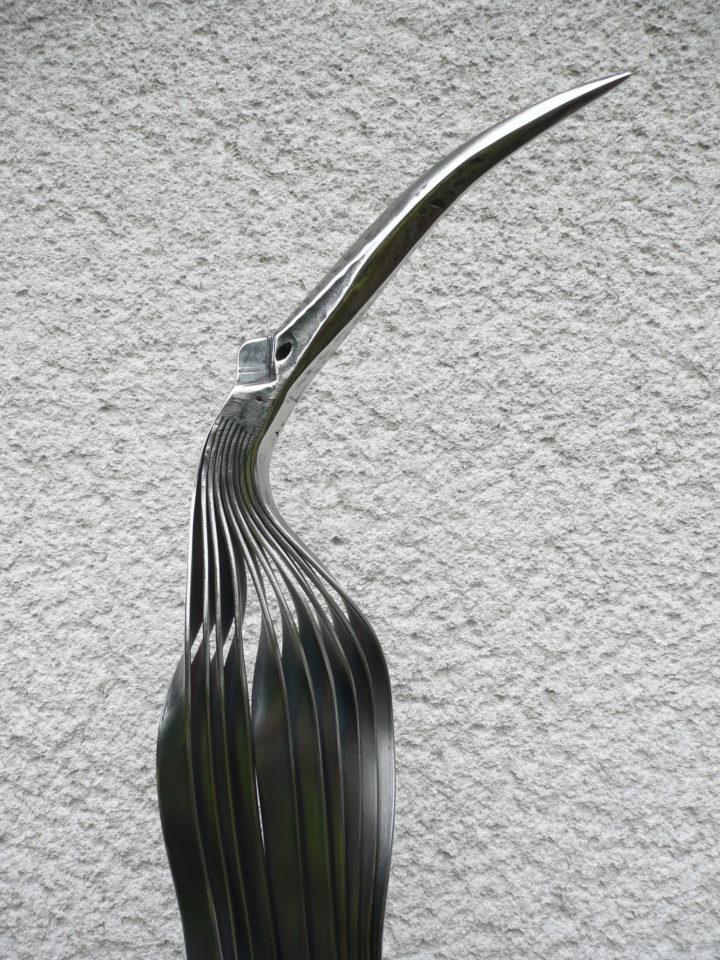 pták z ocelových pásů – detail